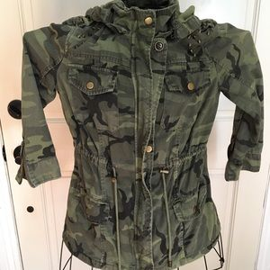 F21 camouflage lightweight hooded jacket small